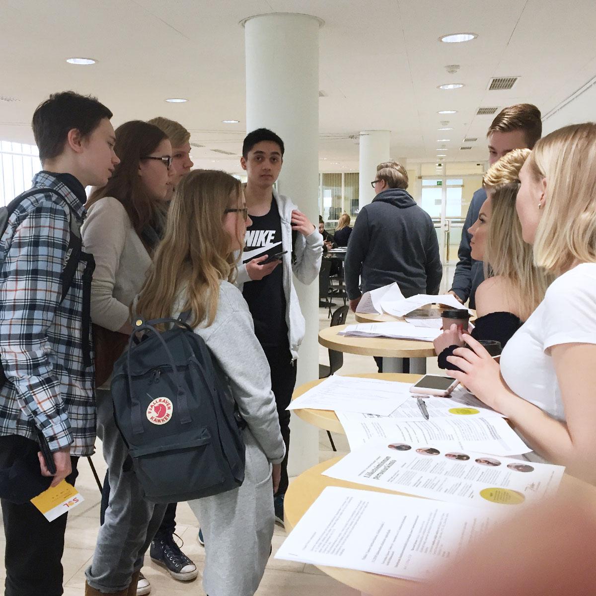 Tunne työ – uratietoa Espoon lukiolaisille