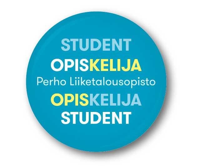 Kuvituskuva: perholainen OPISKELIJS/STUDENT -rintanappi, jota käytettään muun muassa koulun ulkopuolella toteutettavissa projekteissa