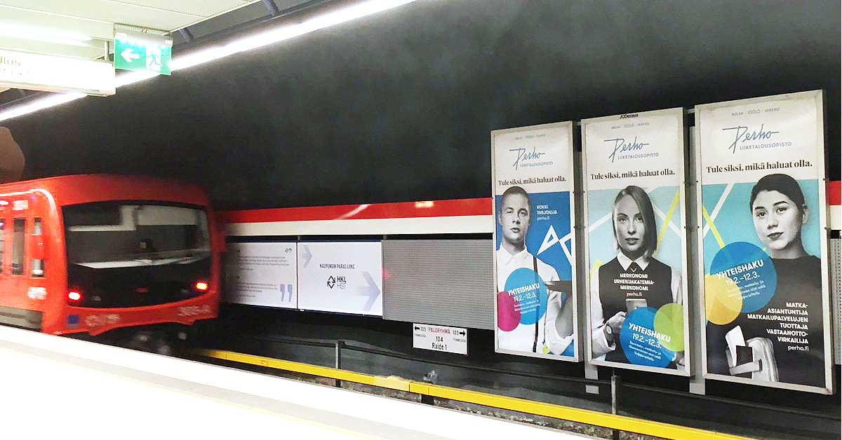 Kuvituskuva: Perho Liiketalousopiston yhteishakumainontaa metroasemilla