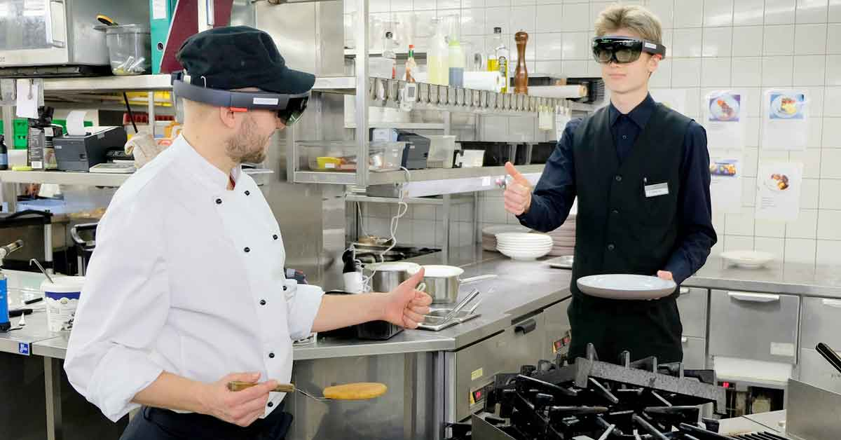 Making order – virtual Learning Environment with HoloLens for Perho Liiketalousopisto