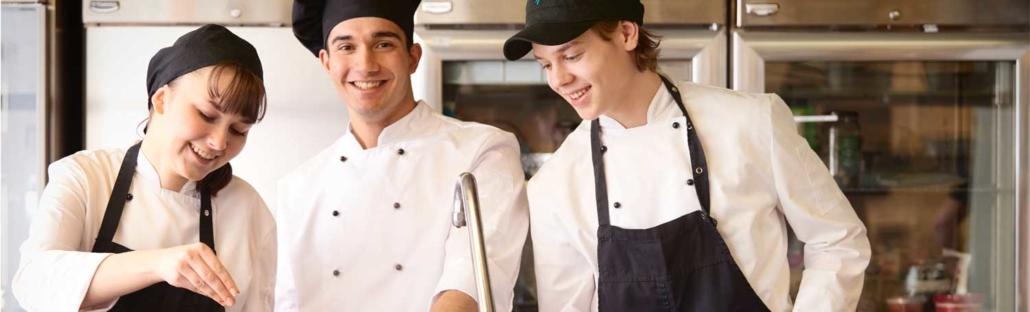 Kuvituskuva: Ravintola- ja catering-alan perustutkinto-opiskelijoita