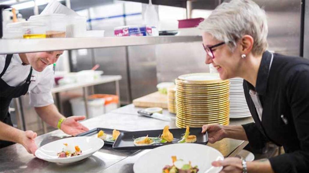 Ravintola- ja catering-alan perustutkintoon voi hakea jatkuvassa haussa.